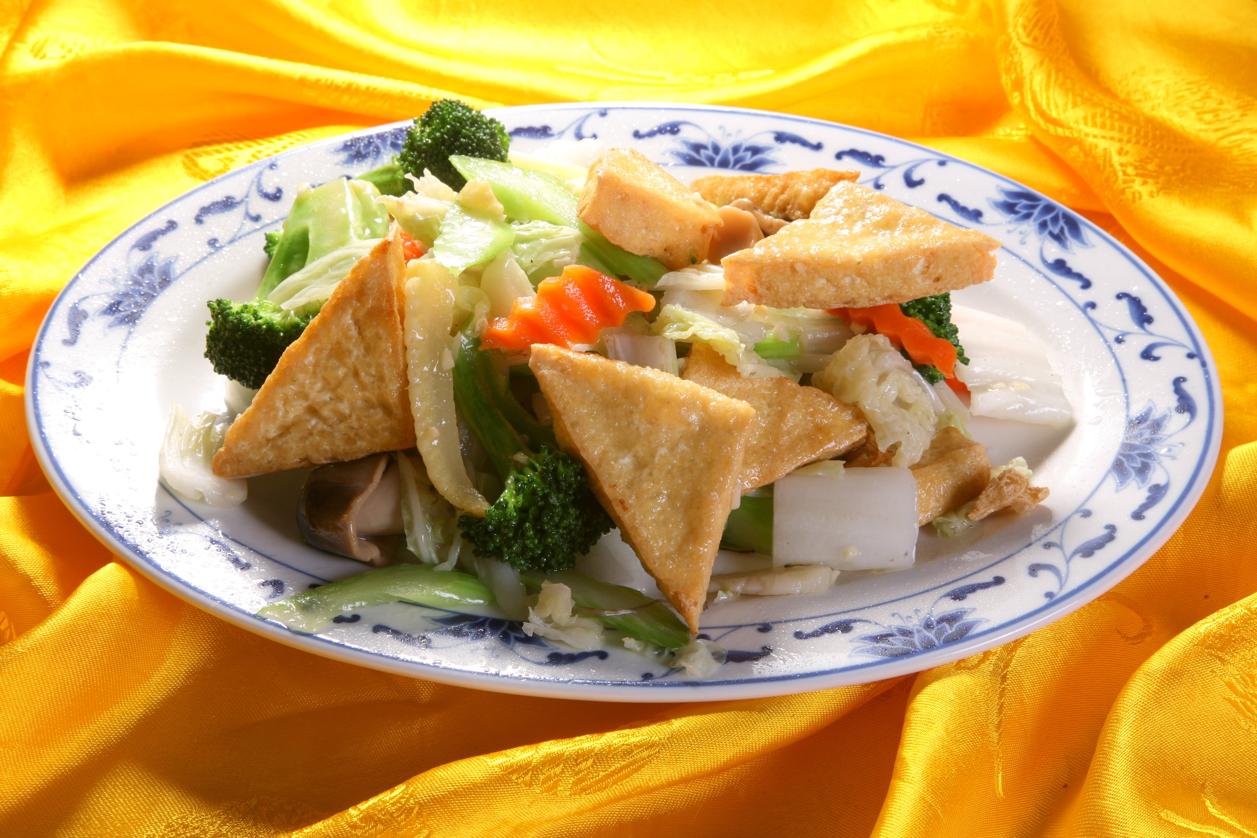 Tofu fries with stir-fried vegetables